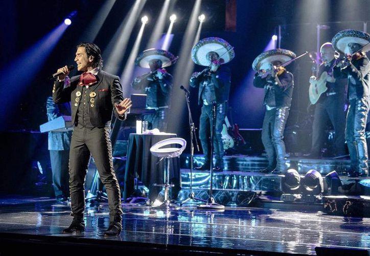 """La gira """"Confidencias World Tour"""" que ya se presentó por Sudamérica al comienzo de 2015, completará la segunda parte por las ciudades más importantes de Estados Unidos. (Imagen de archivo de alejandrofernandez.com)"""