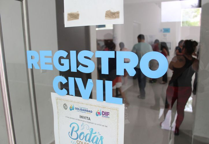 Alrededor de 150 parejas firmaron sus actas matrimoniales en el Registro Civil de Playa del Carmen. (Foto: Daniel Pacheco)