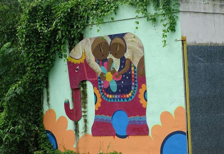 La artista Carmen Mondragón Orozco ya tiene experiencia en este tipo de modificación, ya que trabajó anteriormente en el poblado de Chacchoben. (Alejandra Carrión/SIPSE)