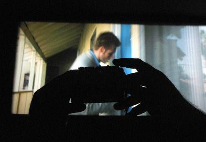 Una persona que sea sorprendida grabando una película durante su proyección en los cines podría pasar varios años en la cárcel.  (Imagen tomada de www.elperiodico.com)