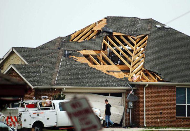 El tornado fue descrito como violento y de extrema peligrosidad. (Agencias)
