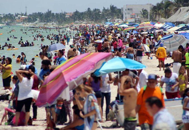 Progreso recibió a más de 200 mil personas en esta temporada vacacional. (Milenio Novedades)