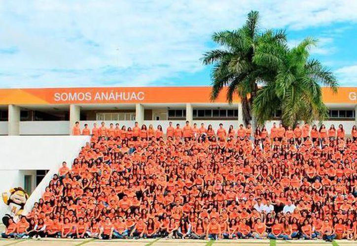 Alumnos de la Universidad Anáhuac Mayab se integraron a las actividades académicas que inician este lunes en el campus. (Milenio Novedades)