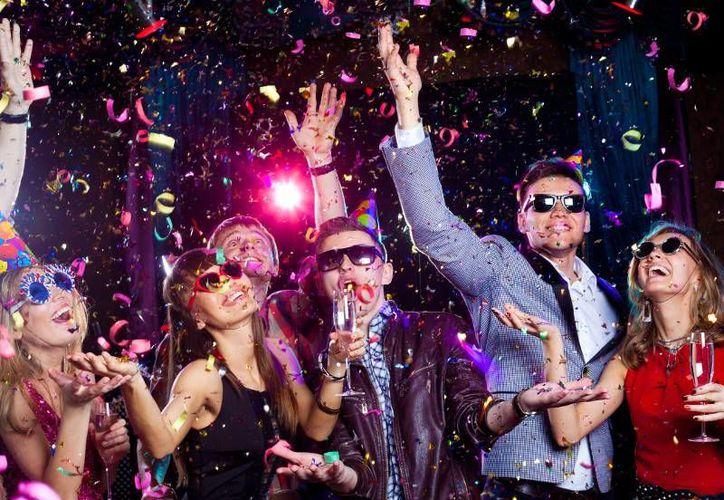 En México, la noche del 31 de diciembre muchos practican extraños rituales para atraer la suerte, el amor y la fortuna en el año que está por iniciar. (denverpartyride.com)