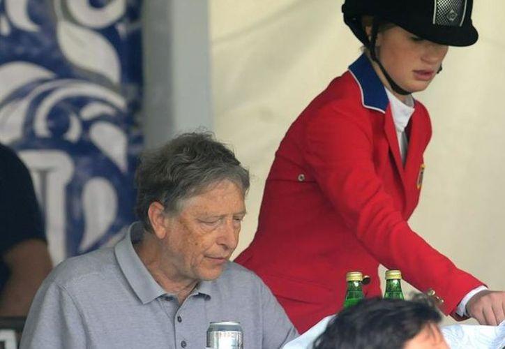 La presencia del miltimillonario, Bill Gates causó sensación entre los asistentes al encuentro hípico y entre la población de la ciudad. (Vanguardia MX)
