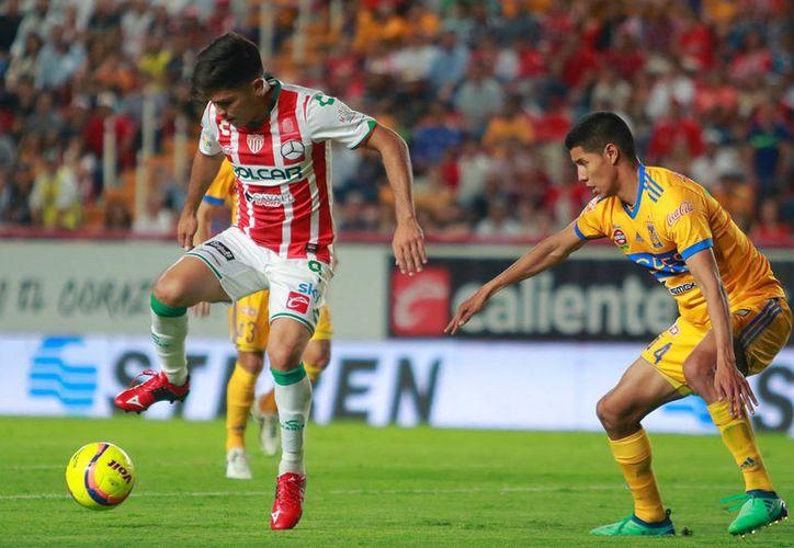 Martin Barragan del Necaxa, y Hugo Ayala de Tigres, durante el juego de la Jornada 16 del Torneo Clausura 2018. (JamMedia)