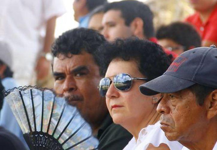 El calor no quiere ceder en Mérida.  (Juan Albornoz/SIPSE)