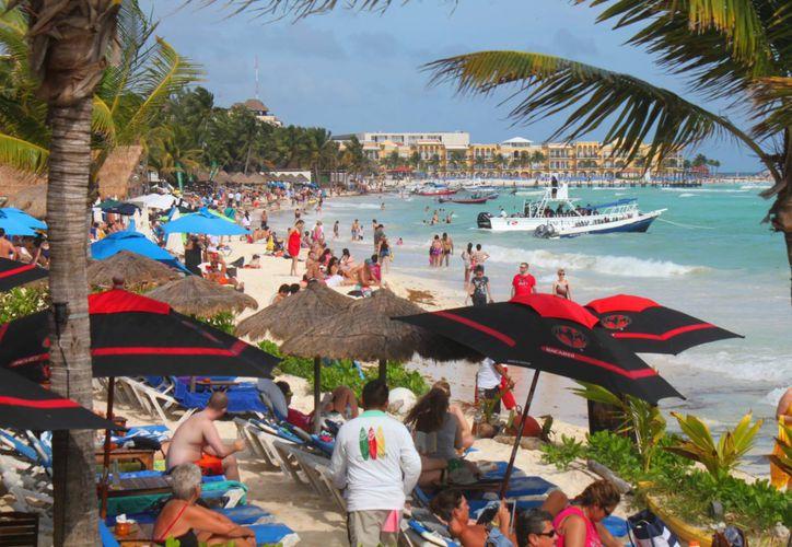 Autoridades calculan que 25 mil personas acudirán a festejar el Año Nuevo en la zona turística de Playa del Carmen. (Daniel Pacheco/SIPSE)