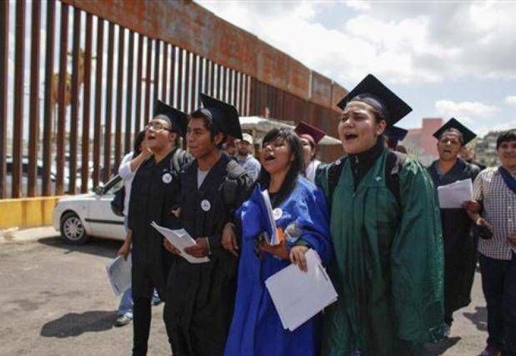 Los jóvenes fueron detenidos en la garita de Nogales, Arizona. (Archivo/AP)
