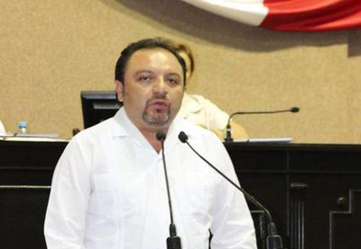 En tribuna, el diputado Francisco Torres Rivas se refirió al Día Nacional de Ingeniero. (SIPSE)