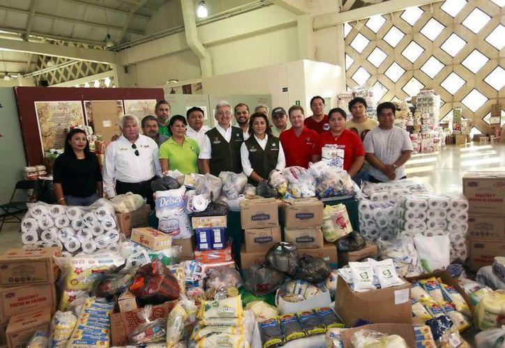 Personal del DIF estatal recaudó hasta el momento cerca de 25 toneladas de alimentos no perecederos, que se enviará mañana a BCS. (Milenio Novedades)