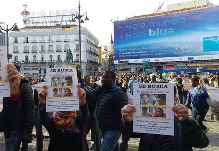 La comunidad de mexicanos en el extranjero realizó una protesta en las calles de Madrid, España, ante la presencia de uno de los 'Porkys' en ese país. (@gloriaserranos)