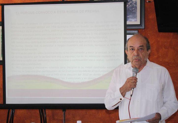 Jose Carlos Gonzalez Anguiano mostró las cifras de voto que ha tenido el PRD en Solidaridad. (Yenny Gaona/SIPSE)