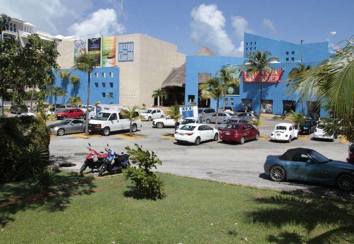 En la inspección que se le realizó al Teatro de Cancún, se le dio una prórroga de 10 días. (Tomás Álvarez/SIPSE)