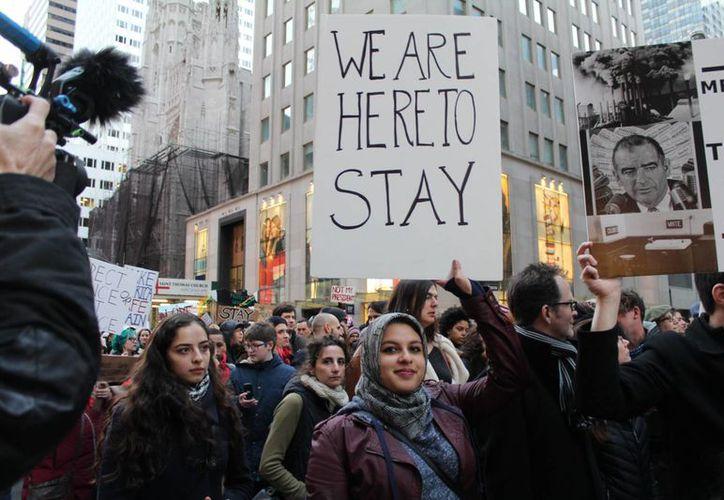 Miles de personas han protestado en diferentes ciudades de Estados Unidos, a causa del triunfo de Donald Trump, quien aseguró que deportará, primero, a 3,000 migrantes 'criminales'. (Archivo/AP)