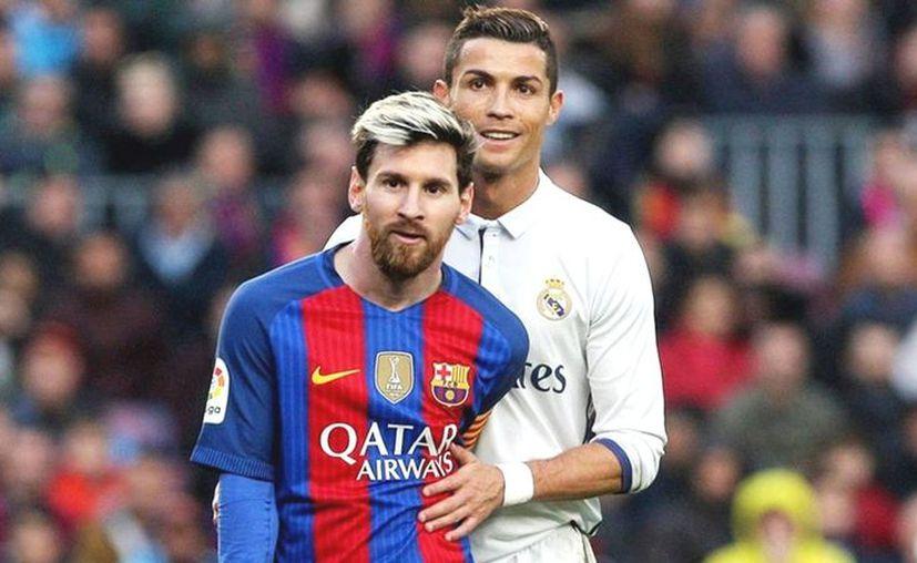 """""""La vida pasa muy rápido"""", reflexiona en la parodia Lionel. """"Y dentro de poco vas a estar jugando en la liga de China"""", le contesta Cristiano. (Foto: Contexto/Internet)"""