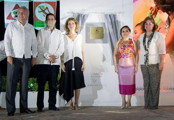 """Perla Tun recibió la certificación de """"Comunidad Segura"""", a través de la firma del manifiesto. (Foto: Facebook)"""