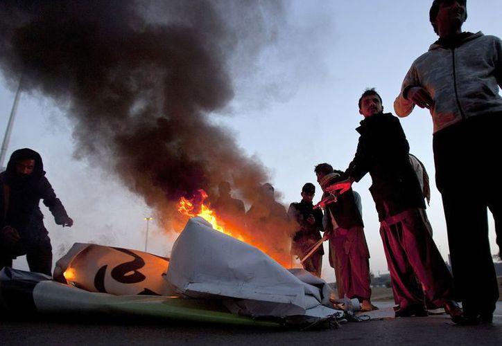 En medio de las protestas por los ataques mortales en Quetta, Pakistán, este domingo 14 soldados murieron en un atentado. (Agencias)