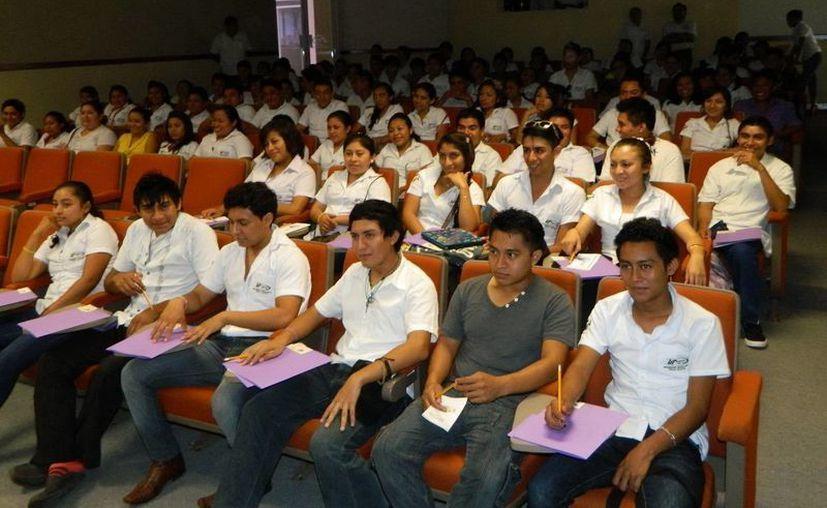 Jóvenes de Tekax participaron en la jornada formativa sobre turismo. (SIPSE)