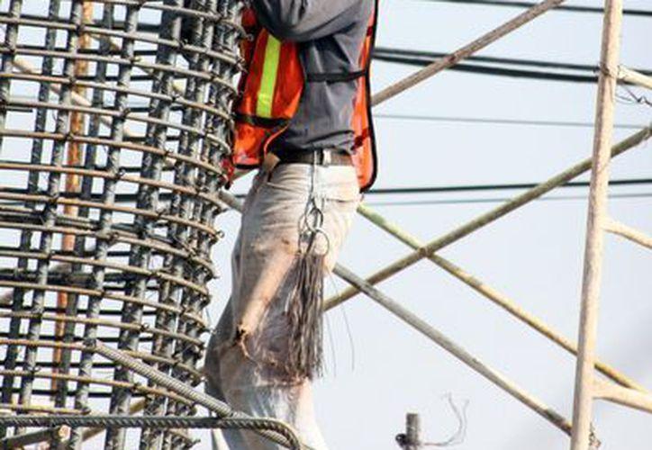 Por lo menos un 30 por ciento de los accidentes laborales se registran en el ramo de la construcción. (Francisco Sansores/SIPSE)