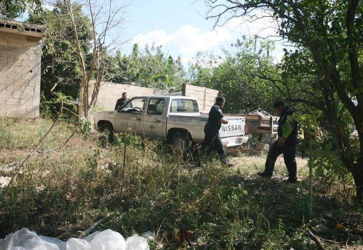 La camioneta de la Secretaría de Salud que fue sustraída la encontraron en un predio de Kanasín ya sin placas. (Milenio Novedades)