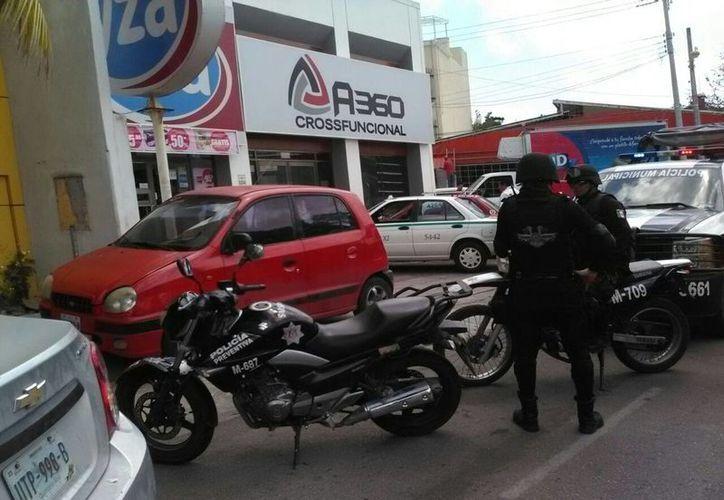 Elementos de la Gendarmería acudieron a la Supermanzana 46 de Cancún. (Redacción/SIPSE)