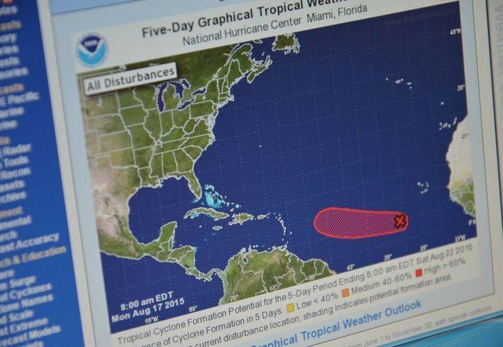 El Centro Nacional de Huracanes reporta la formación de una baja presión. (Gerardo Amaro/SIPSE)