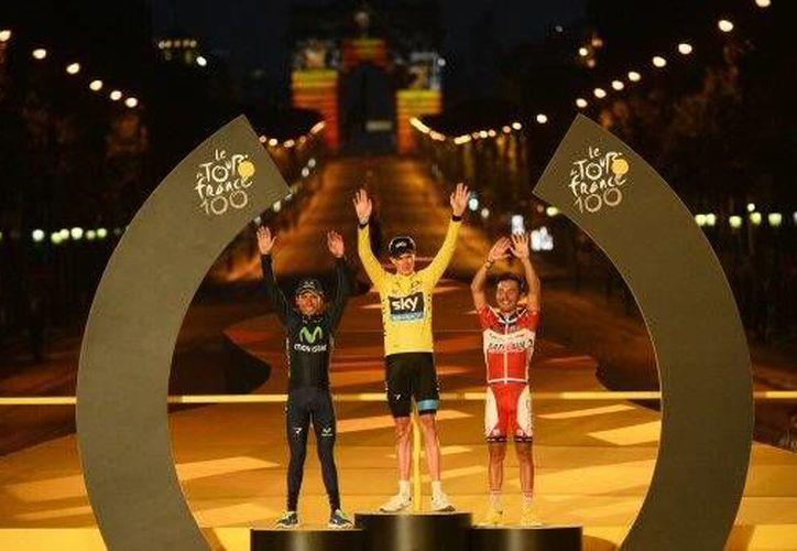 """""""Estoy emocionado por todo lo que hemos conseguido. Cruzar la raya final del Tour, me llena de felicidad"""", dijo Nairo Quintana.(Agencias)"""