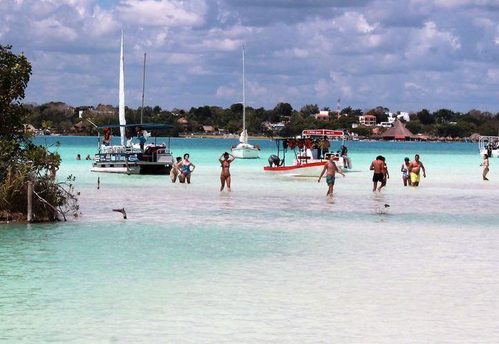La Capitanía de Puerto recomienda a los prestadores de servicios turísticos no introducir lanchas al Canal de los Piratas, por seguridad.  (Javier Ortiz/SIPSE)