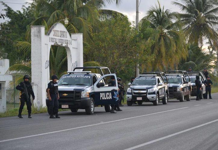 La Policía Ministerial de Bacalar recuperó los tres paneles solares que fueron robados. (Javier Ortiz/SIPSE)