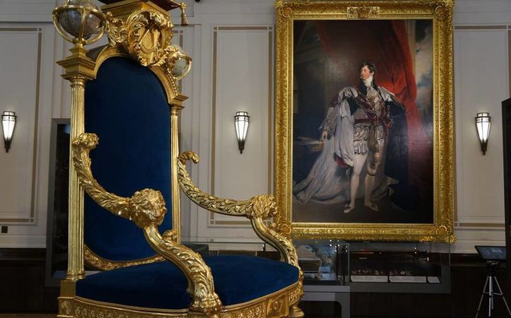 En la imagen se observa el trono que usó el rey Jorge IV, primer miembro de la realeza británica que dirifió a los masones desde 1791. (Notimex)
