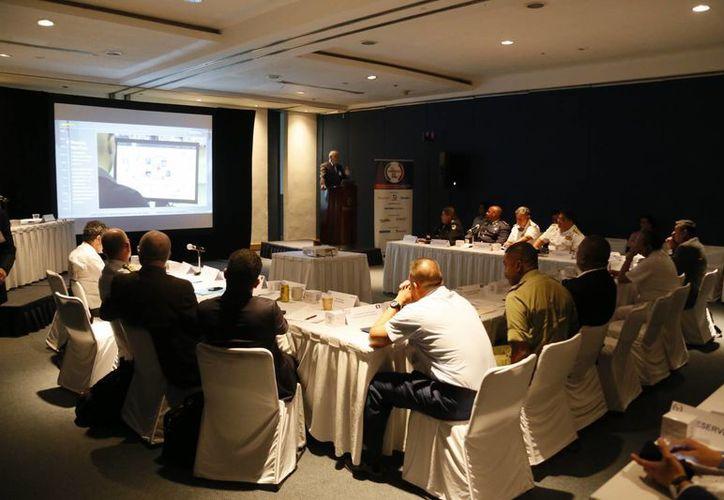 La reunión se desarrolla en el Centro de Convenciones de este destino turístico. (Israel Leal/SIPSE)