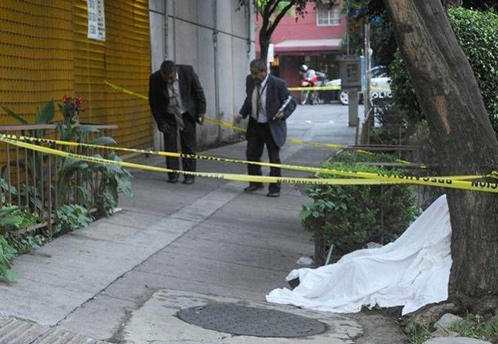 Yair Altamirano participó también en el asesinato de un  narcomenudista afuera del bar Black en el DF. (m-x.com.mx)