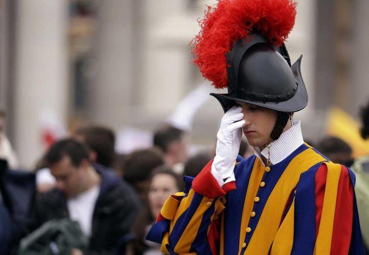 El sacerdote removido reconoció mantener relaciones sexuales incluso con uno de los miembros de la Guardia Suiza, el cuerpo encargado de la seguridad del Papa. (Archivo/AP)