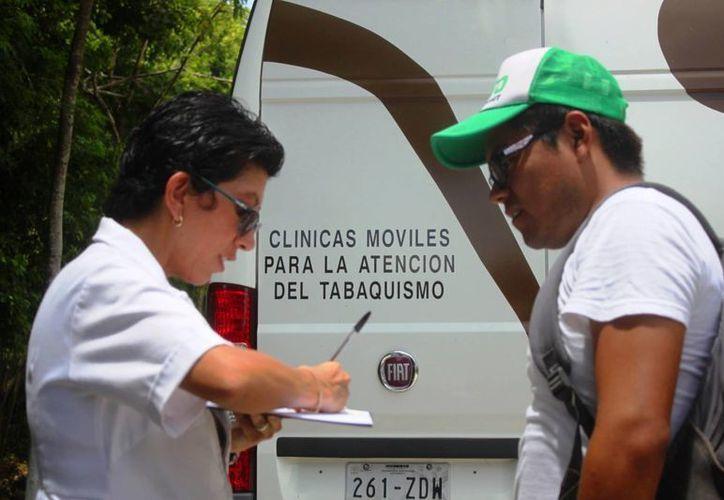 Muchos de los consumidores de tabaco no llevan un seguimiento médico. (Daniel Pacheco/ SIPSE)