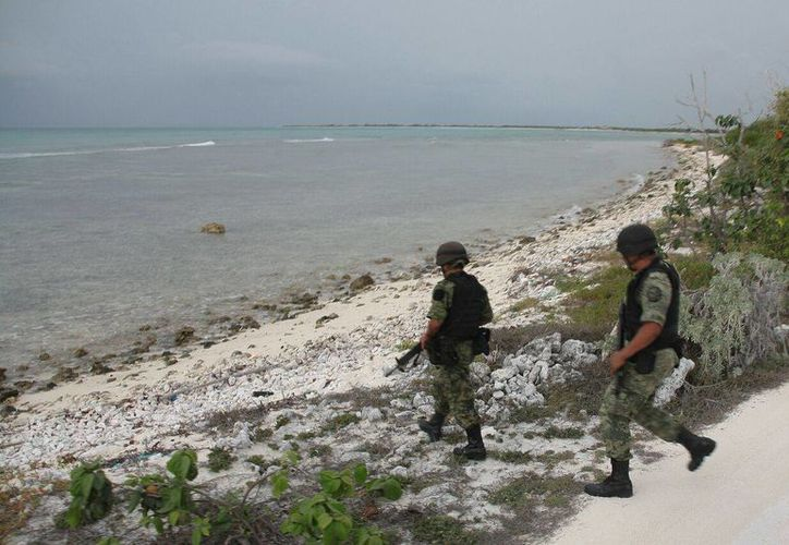 Cuatro paquetes de droga recalaron el miércoles en la costa de Cozumel. (Gustavo Villegas/SIPSE)