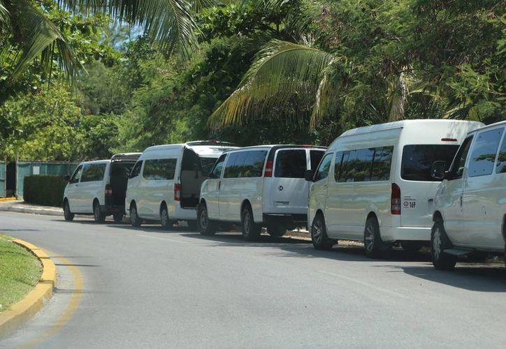 Estacionan las camionetas durante muchas horas en el lugar. (Israel Leal/SIPSE)