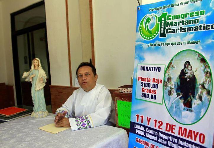 Medina Oramas cumplirá 31 años de servir como sacerdote. (Christian Ayala/SIPSE)