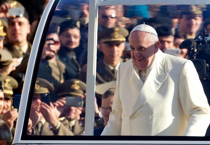 Para el Papa, la sucesión de crisis económicas debe llevar a repensar los modelos de desarrollo económico y un cambio en el estilo de vida. (EFE)