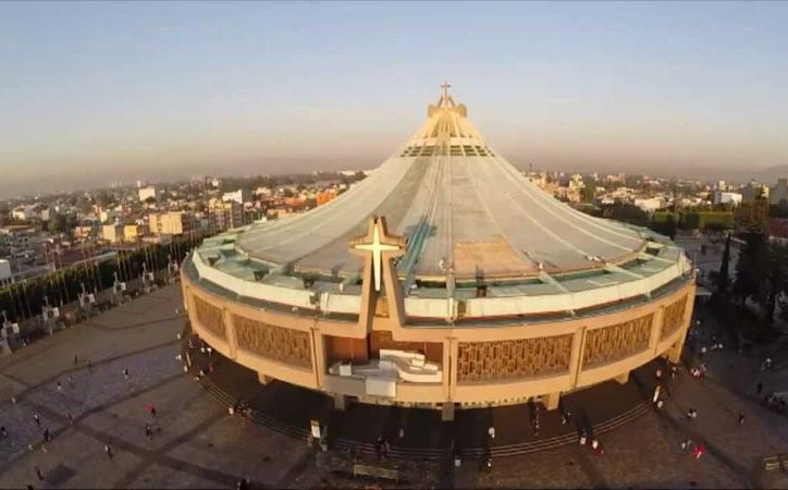 Los turistas vienen a visitar la Basílica de Guadalupe. (México Destinos).