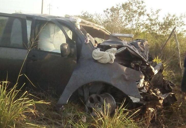 El agente ministerial había ido con su familia a Telchac Puerto, y retornaban a Motul, donde residen, cuando ocurrió el trágico accidente. (Jorge Sosa/SIPSE)