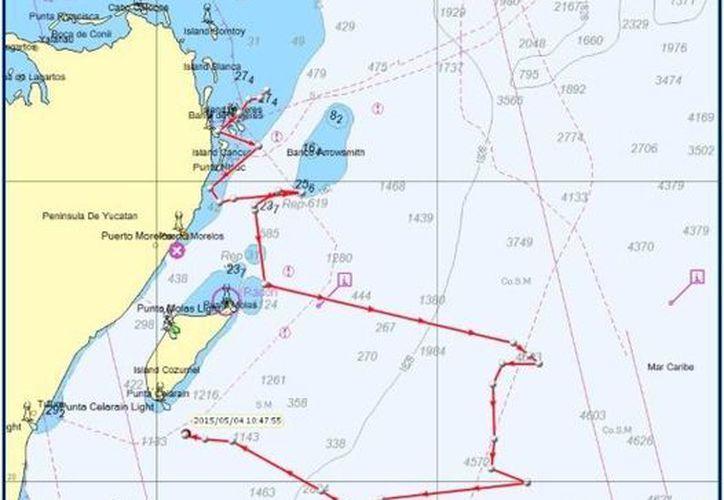 Señalan con línea roja el recorrido del delfín. (Redacción/SIPSE)