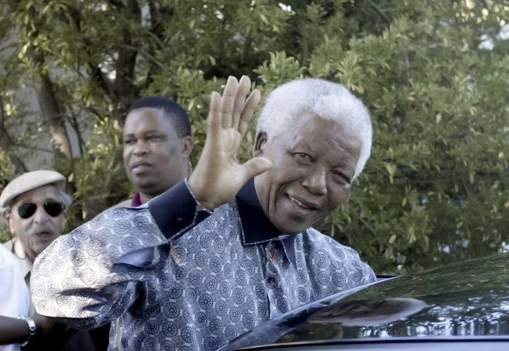 La salud de Mandela está mejorando tras ser  hospitalizado hace dos semanas en Pretoria. (Notimex)