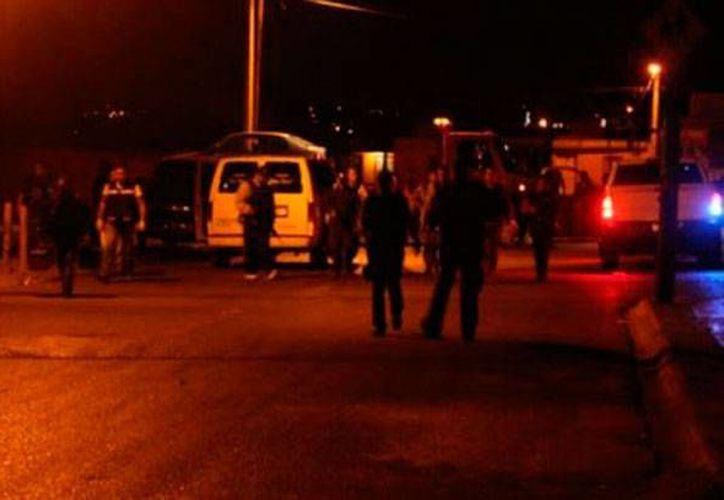 Un enfrentamiento entre policías federales (Gendarmería) y hombres armados dejó como saldo 10 muertos: 5 policías, dos víctimas del fuego cruzado y 3 delincuentes. (Milenio Digital)