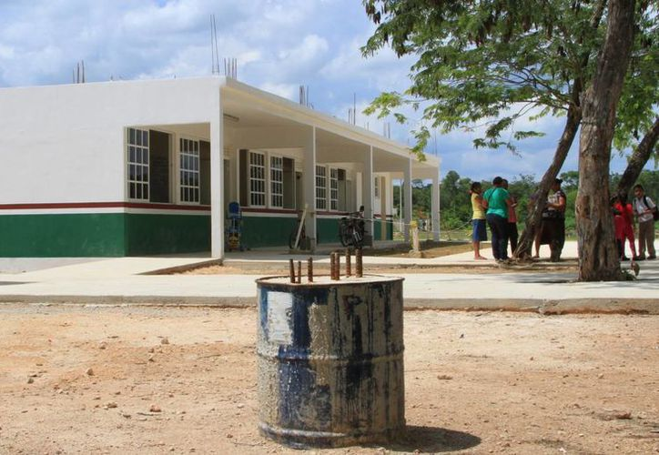 En el caso del municipio de Benito Juárez, ya quedaron concluidos los edificios de un Jardín de Niños y una primaria. (Ángel Castilla/SIPSE)