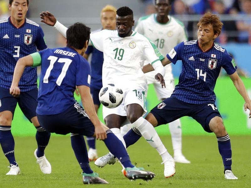 Ambas selecciones jugaron un partido que comenzó con mucho dinamismo. AP