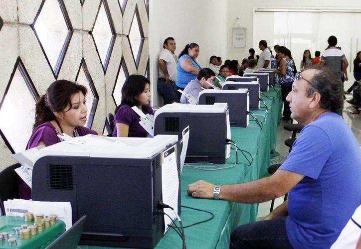 El módulo del Centro de Convenciones Yucatán Siglo XX es uno de los lugares donde se pueden realizar los trámites vehiculares. (SIPSE)