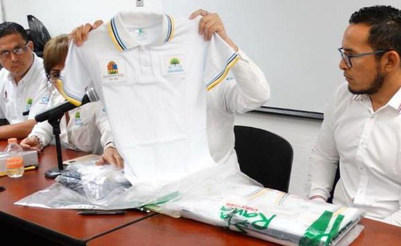 Las escuelas involucradas tienen que comprobar cuántos uniformes entregaron y cuántos tienen en reserva, entre otros detalles. (Daniel Tejeda/SIPSE)