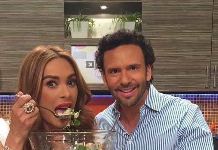 Galilea Montijo y el 'Chef' Oropeza, conductora y colaborador del matutino de Televisa Hoy. (Facebook)