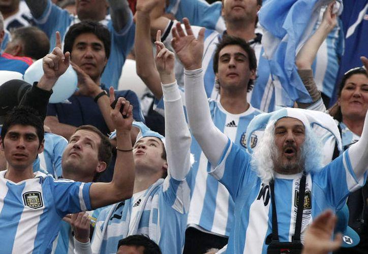 Los aficionados argentinos adaptaron la popular canción 'Despacito' para apoyar a la albiceleste en la Copa del Mundo. (Vanguardia MX)